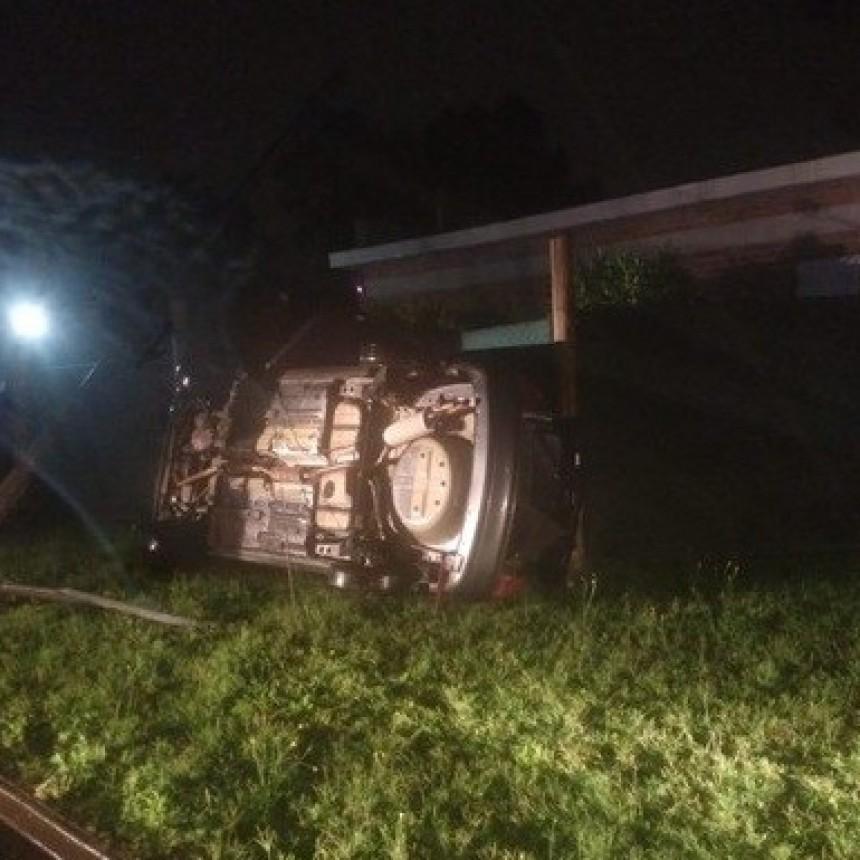 Un auto volcó en pleno Carlos Berg de General Pico